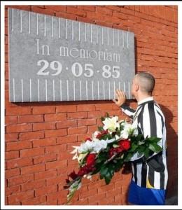 La targa commemorativa dell' evento presso lo stadio Re Baldovino ex Heysel